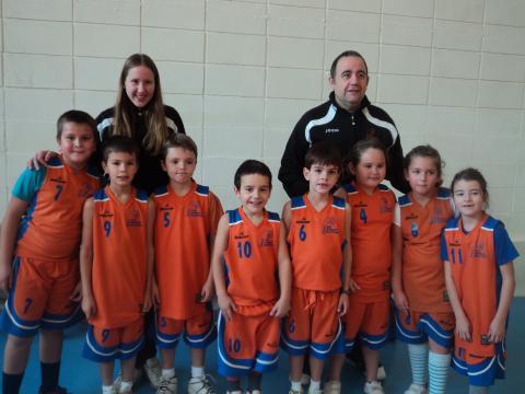 L'escola 2006 del Club Bàsquet Bellpuig segueix creixent, jugant en conjunt i passant-s'ho bé.